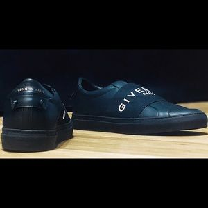 Givenchy sneaker sz 43 US 10 new dust bags no box